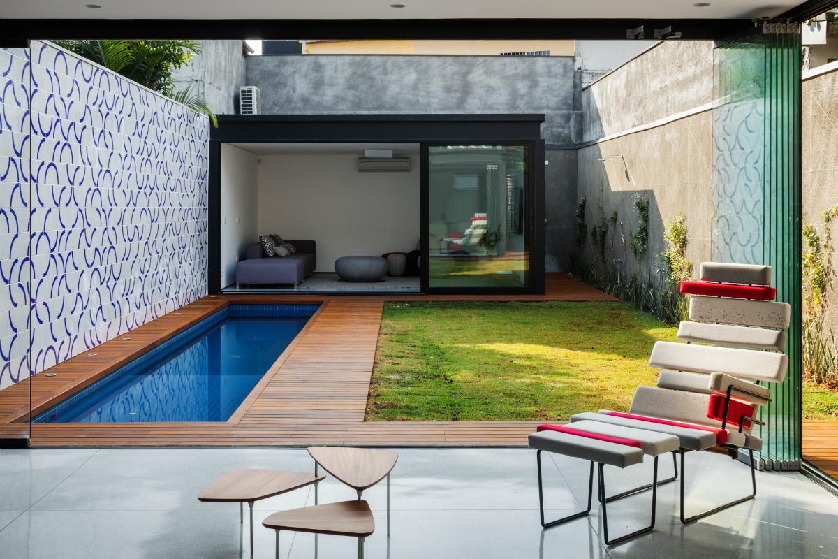 Cr2 arquitetura casa 7x37 s o paulo sp arcoweb for Ideas de piscinas en espacios pequenos