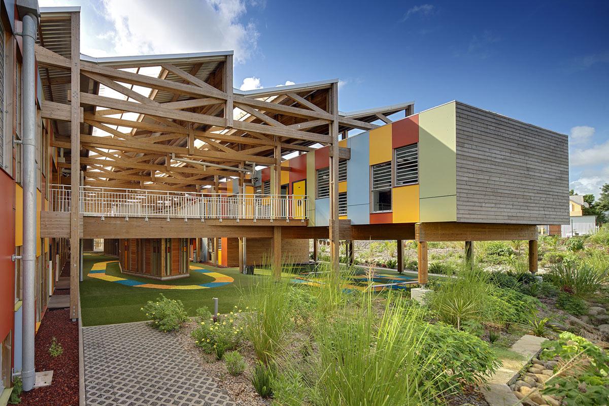 Cores vibrantes marcam fachada de escola infantil francesa ARCOweb #264685 1200 800