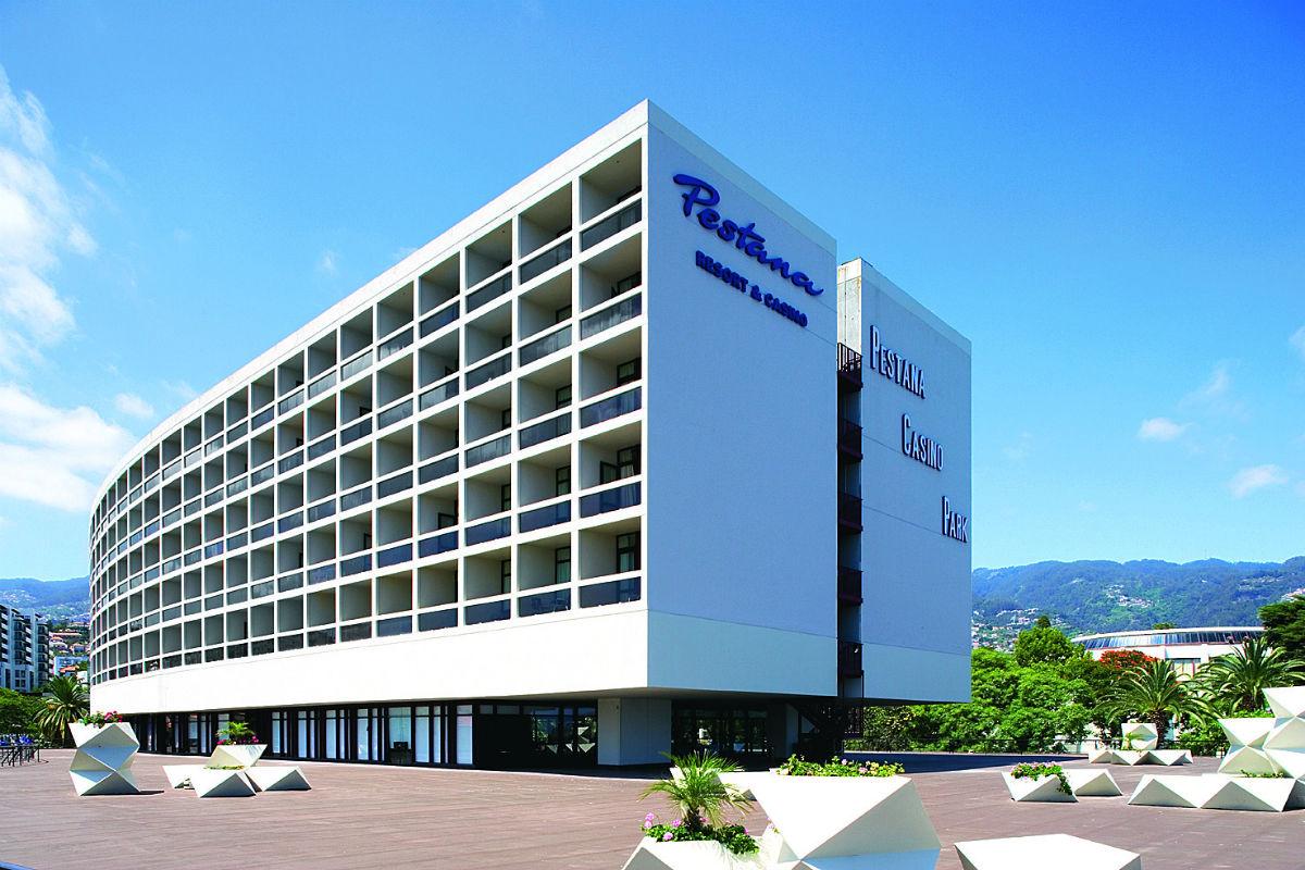 Oscar niemeyer conjunto hoteleiro ilha da madeira for Designhotel madeira