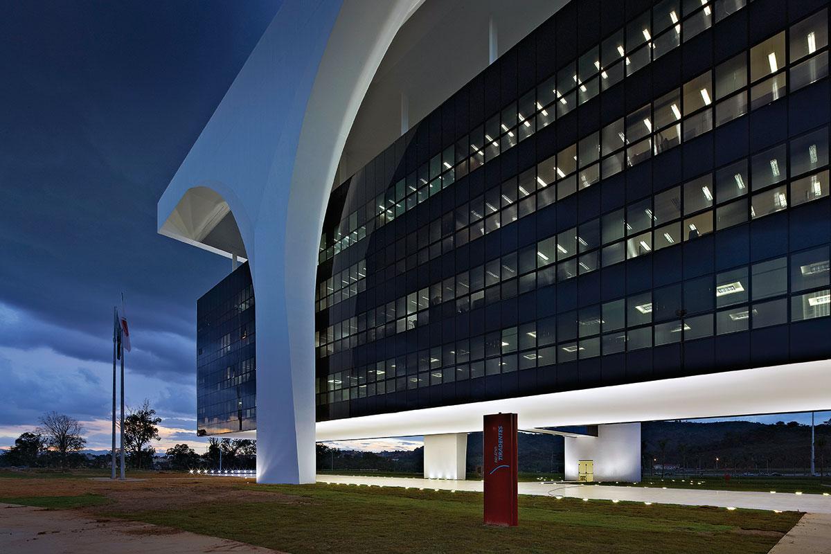 #283F66 Oscar Niemeyer: Cidade Administrativa Belo Horizonte ARCOweb 3454 Janelas De Vidro Belo Horizonte