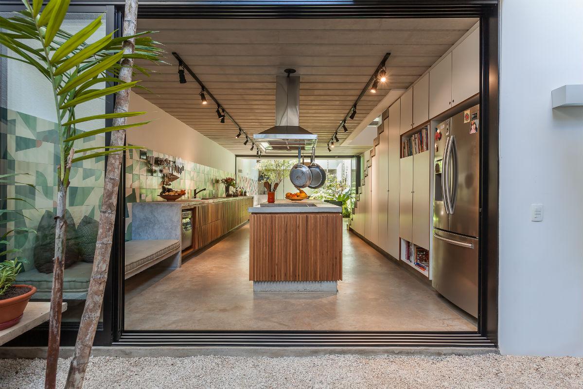 Resultado de imagem para As amplas aberturas desta casa, em São Paulo, projetada pela CR2