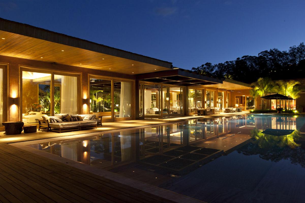 Casa do dia saraiva associados arcoweb for Casas con piscina y jardin de lujo