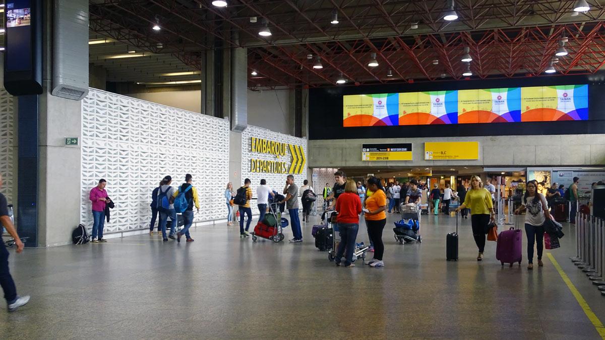 Aeroporto Sp : Fernandes arquitetos: retrofit do aeroporto de guarulhos sp arcoweb